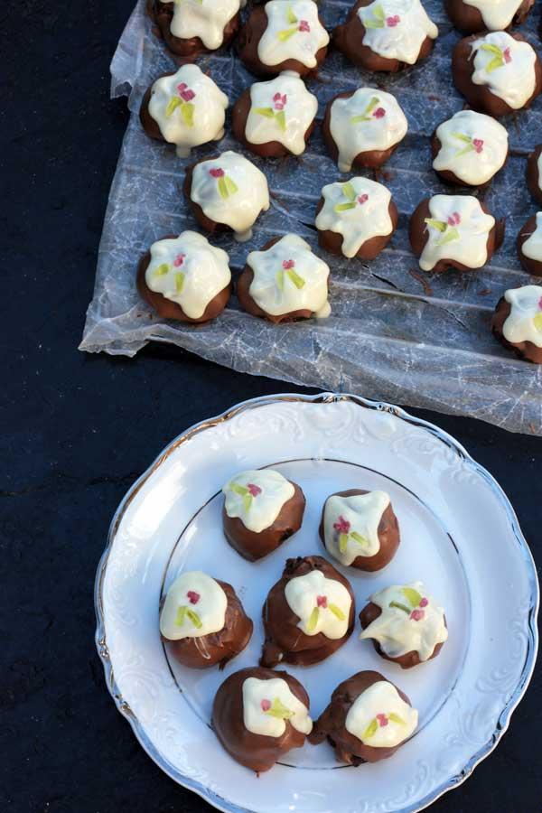 Christmas-pudding-truffles-2