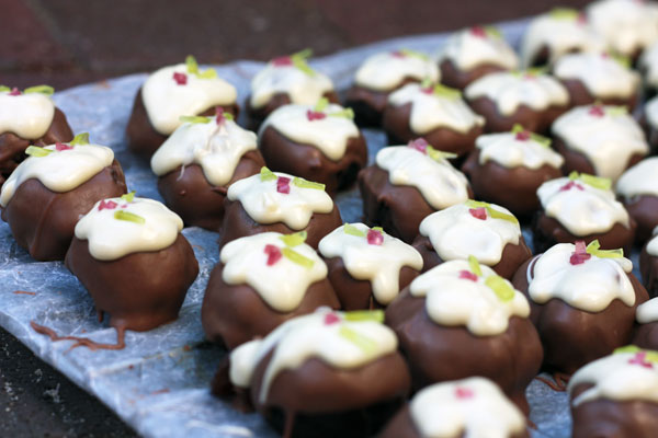Christmas-pudding-truffles-3