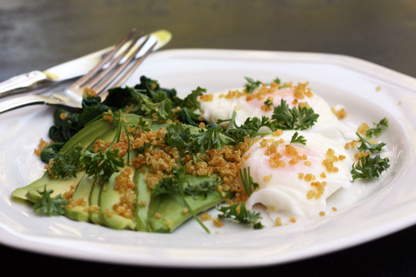 Poached eggs with avocado, spinach & crispy quinoa