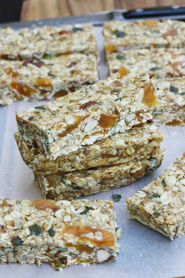 Pecan, white chocolate & maple no-bake granola bars