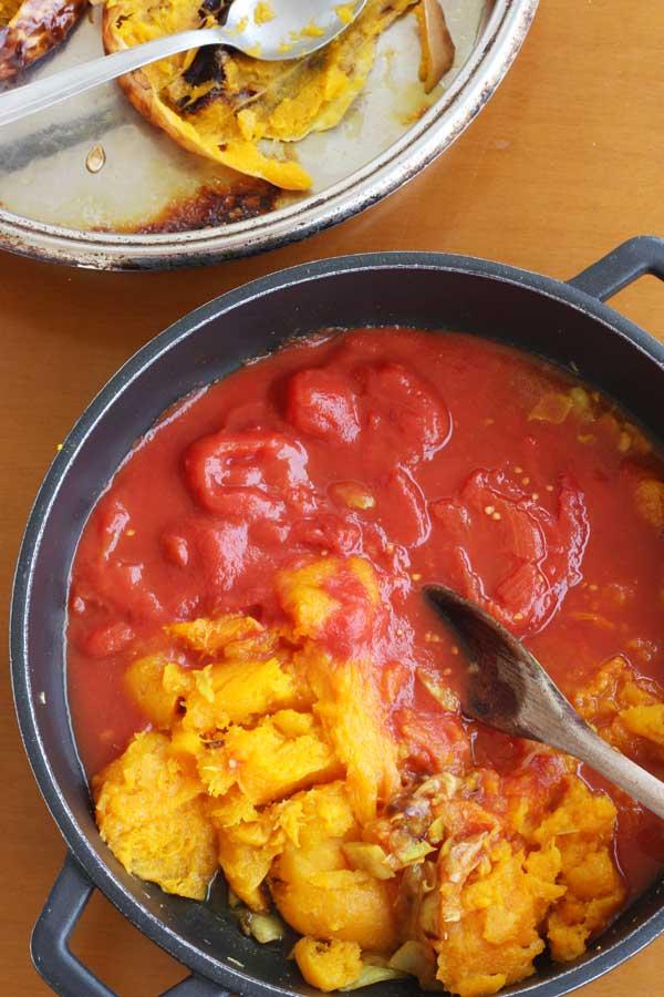 Making roasted butternut squash & tomato soup