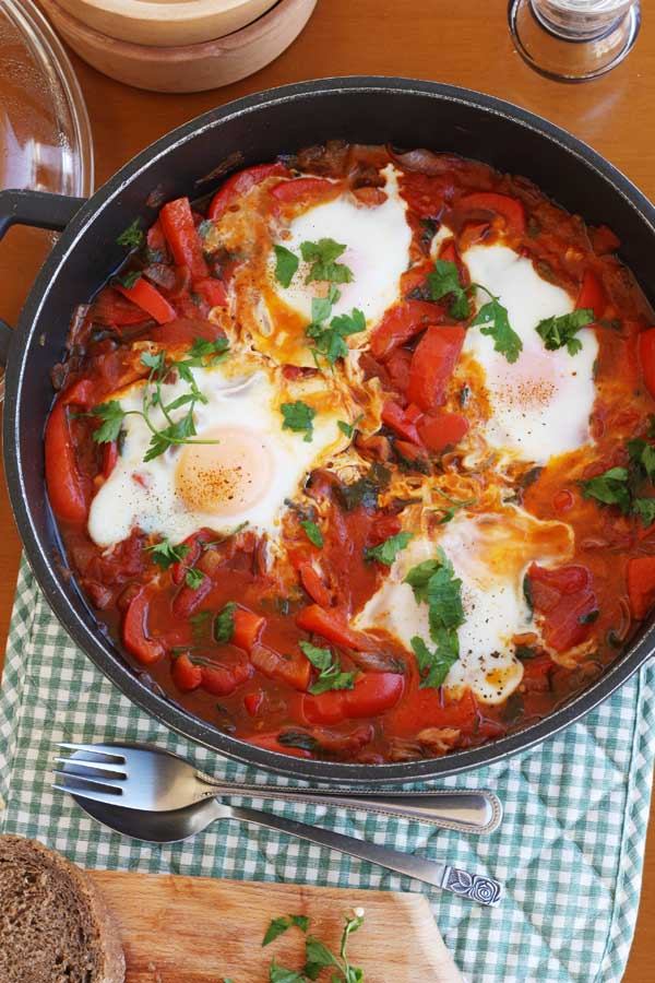 Eggs with tomatoes, red peppers & bacon from Scrummy Lane