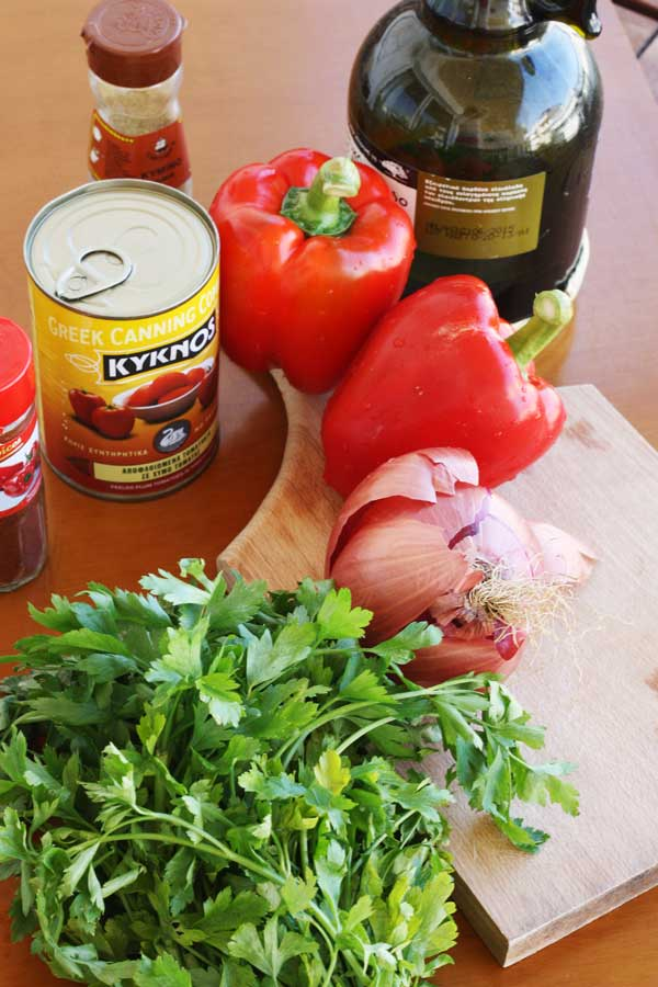Ingredients for eggs with tomatoes, red peppers & bacon