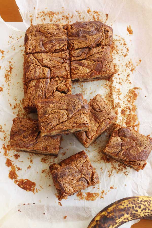 Banana, chocolate & peanut butter are a match made in heaven. Banana & chocolate peanut butter swirl cake by Scrummy Lane