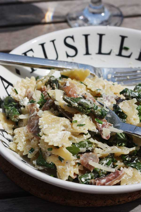 A perfect pasta dish for spring. Lemony asparagus & prosciutto ricotta farfalle by Scrummy Lane