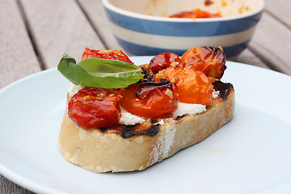 slow-roasted tomato & ricotta bruschetta - Scrummy Lane