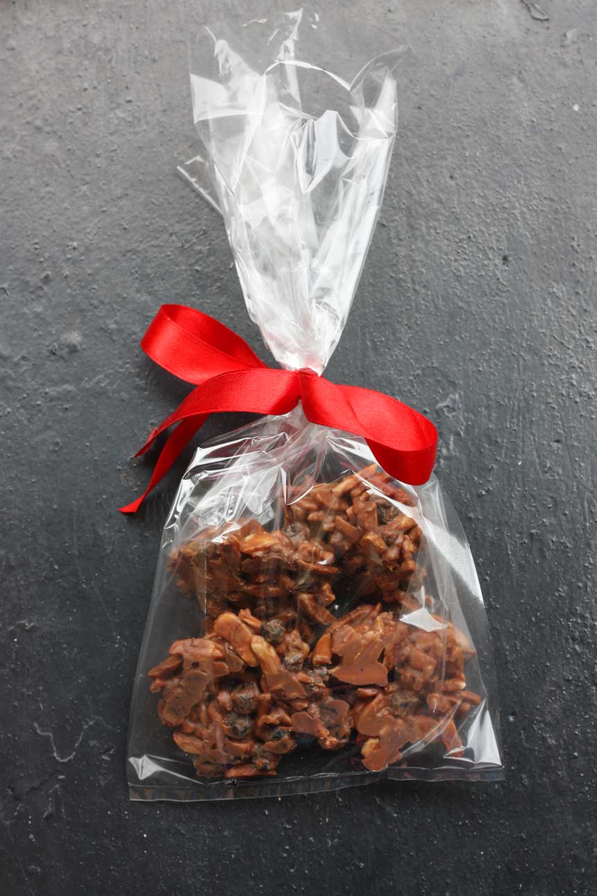 THE EASIEST HOMEMADE FOOD GIFT BY SCRUMMY LANE: CHOCOLATE ROCKS!