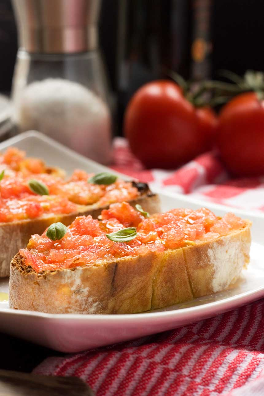 Spanish bruschetta (pan con tomate)