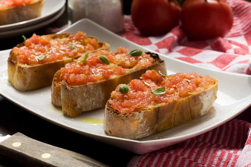 Spanish bruschetta (pan con tomate) - Scrummy Lane