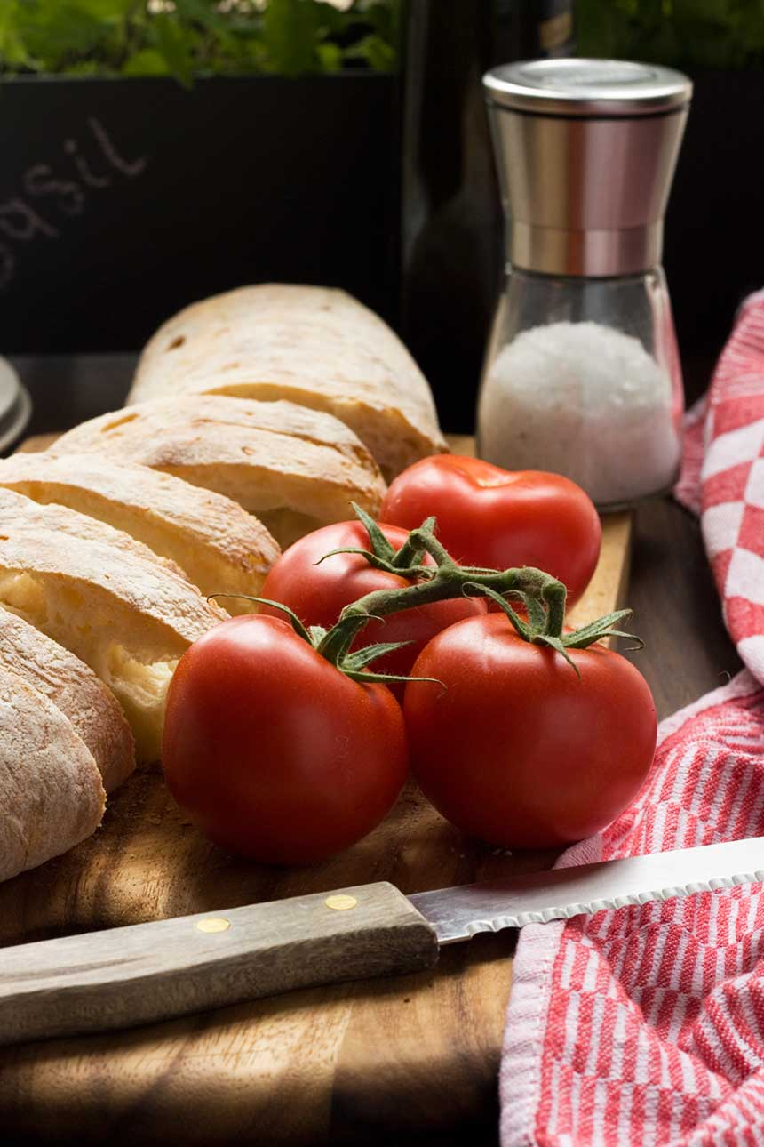 Tomatoes and bread for pan con tomate