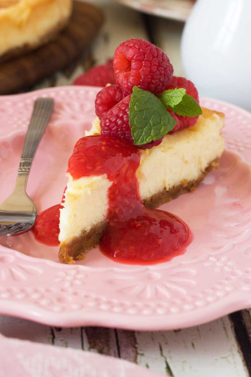 White chocolate baked cheesecake with raspberry coulis