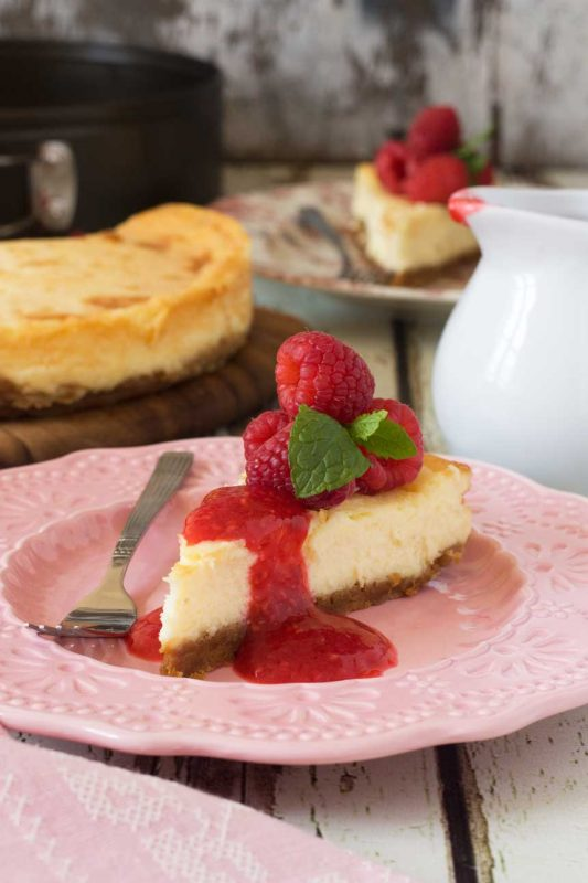 White chocolate baked cheesecake (with raspberry coulis)