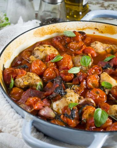 One-pan baked chicken with chorizo and tomatoes (with a video)
