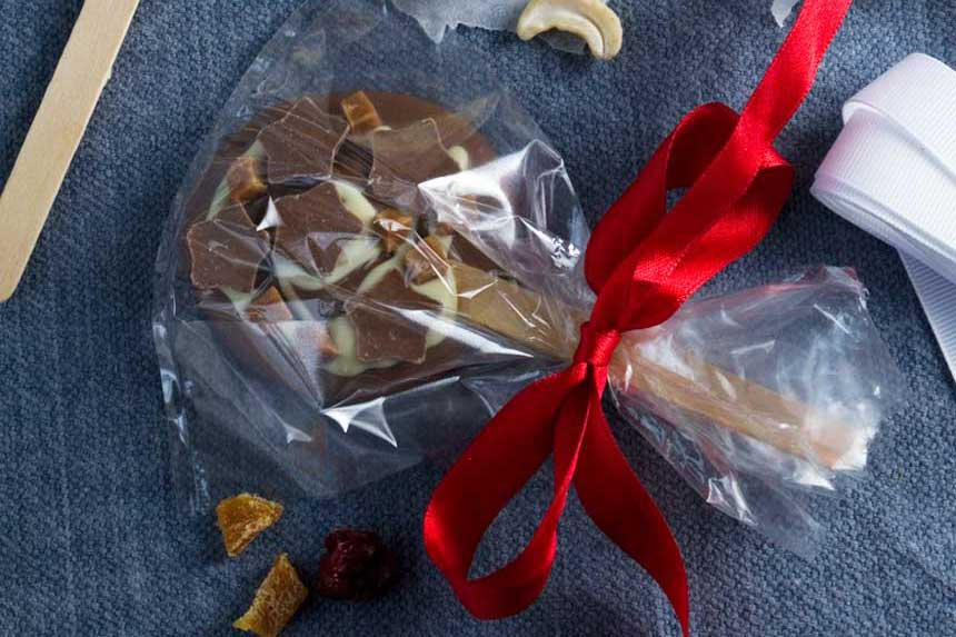Chocolate lollipops - a perfect last-minute food gift by Scrummy Lane