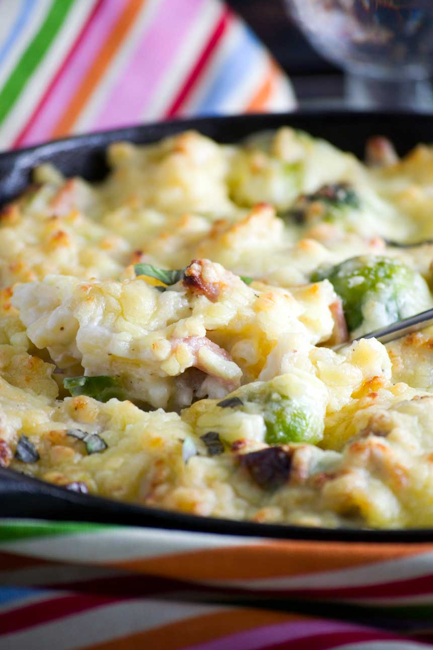 Leftover turkey, bacon and brussels sprouts macaroni cheese (Christmas macaroni!)