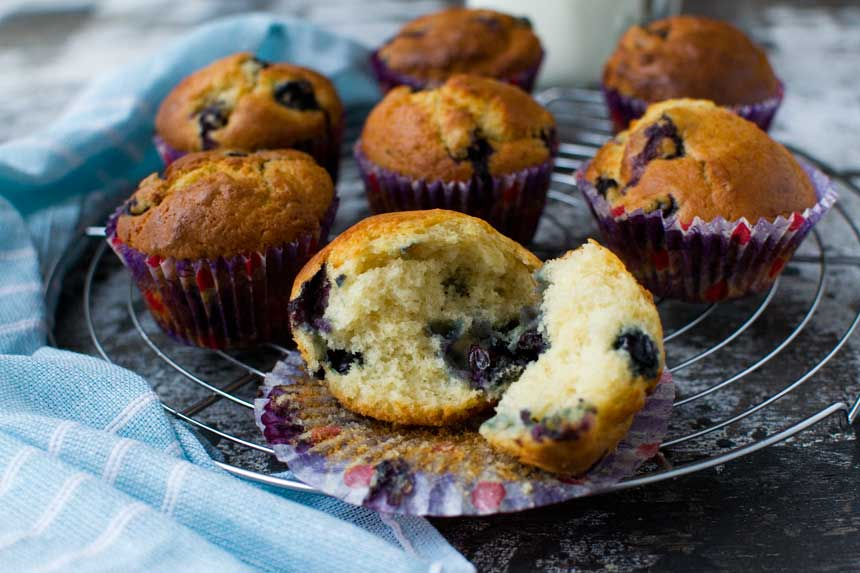 Greek yogurt blueberry muffins (low sugar recipe ...