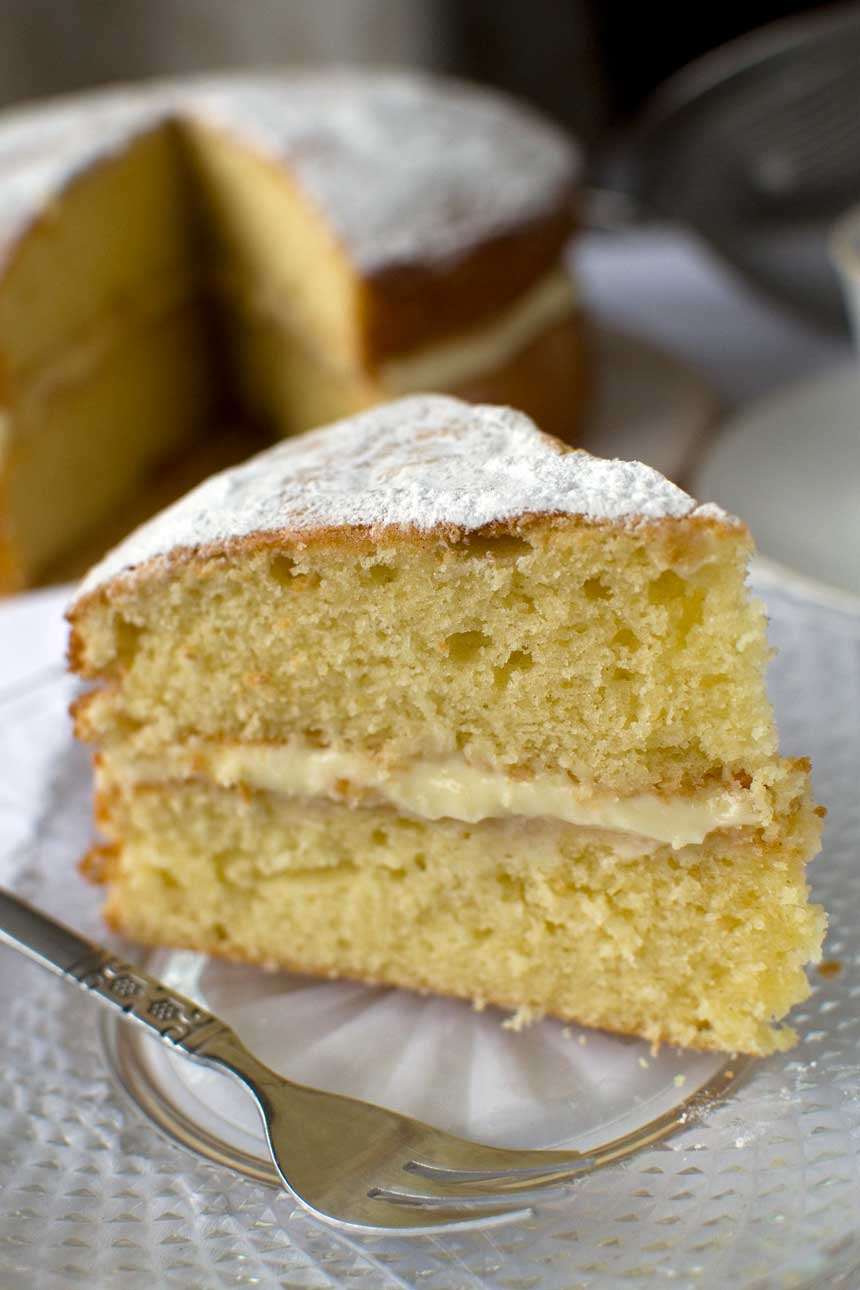 Really easy lemon mascarpone cake - Scrummy Lane