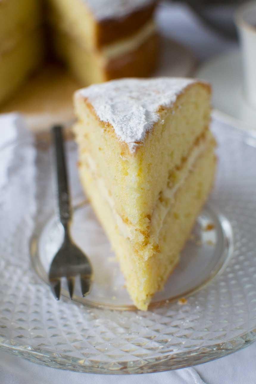 Lemon mascarpone layer cake - it's quick and easy cake perfection!