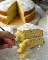 Lemon mascarpone layer cake - it's quick and easy cake perfection!