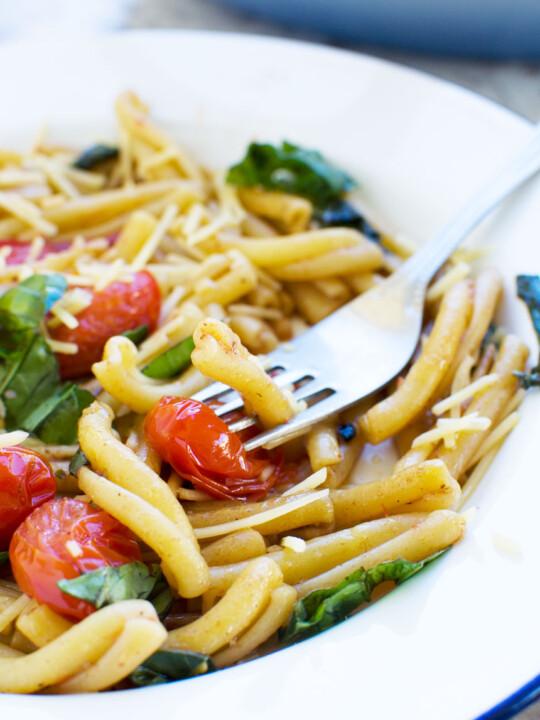 12-minute cherry tomato pasta
