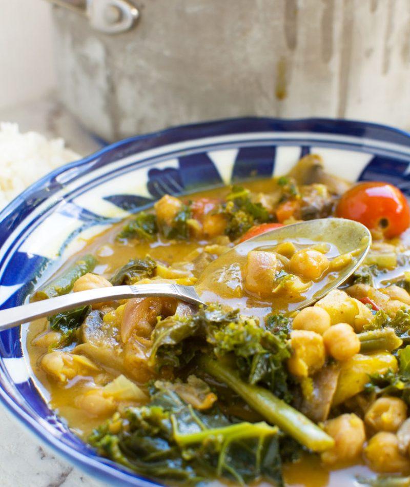 20-minute coconut chickpea curry (vegan)
