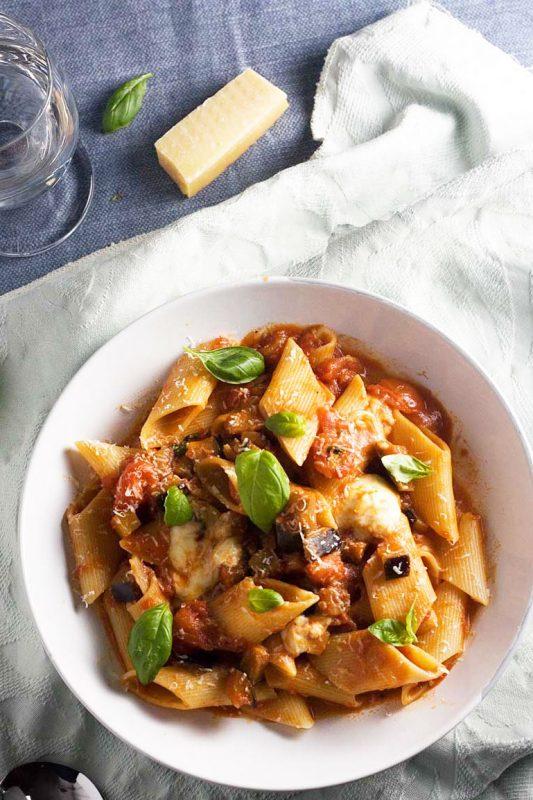 Easy pasta alla norma (tomato and eggplant pasta)